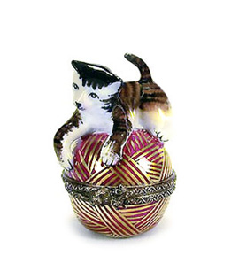 Limoges box cat on ball of yarn