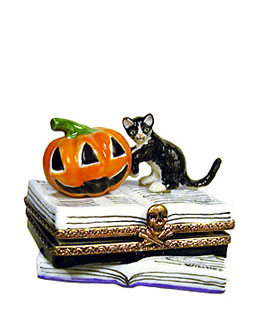 Limoges box Halloween cat on books